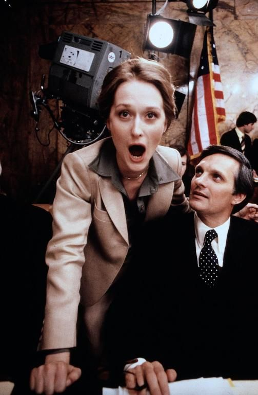 Meryl Streep and Alan Alda on the set of The Seduction of Joe Tynan | Rare and beautiful celebrity photos