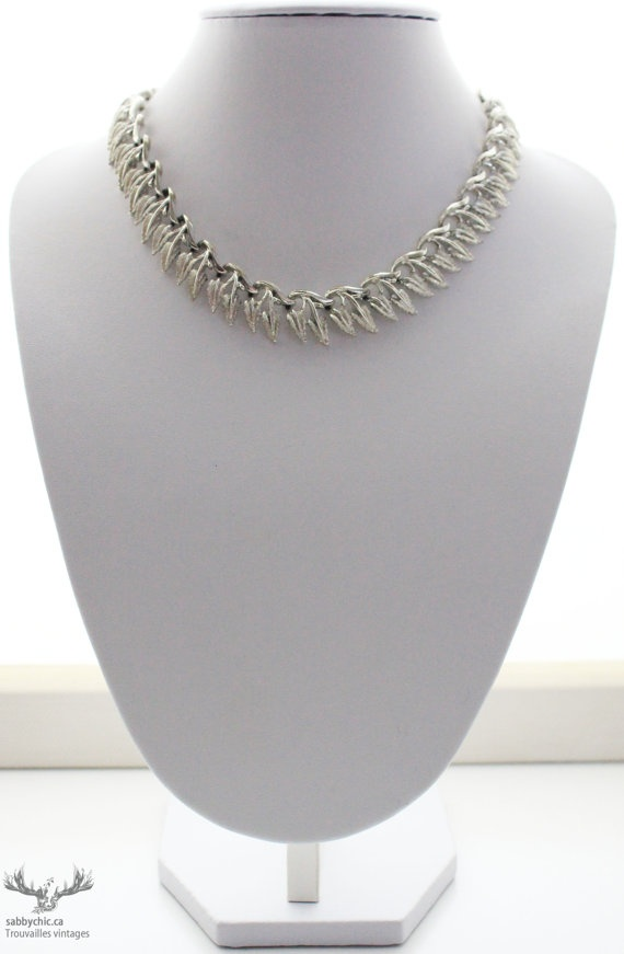 Collier vintage Coro vintage necklace by BoutiqueSabbyChic on Etsy, $19.00  www.sabbychic.ca