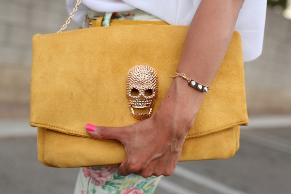 skull love: Yellow Clutches, Skull Clutches, Handbags, Color, Accessories, Skull Pur, Pink Manicures, Lemon Yellow, Mustard Yellow