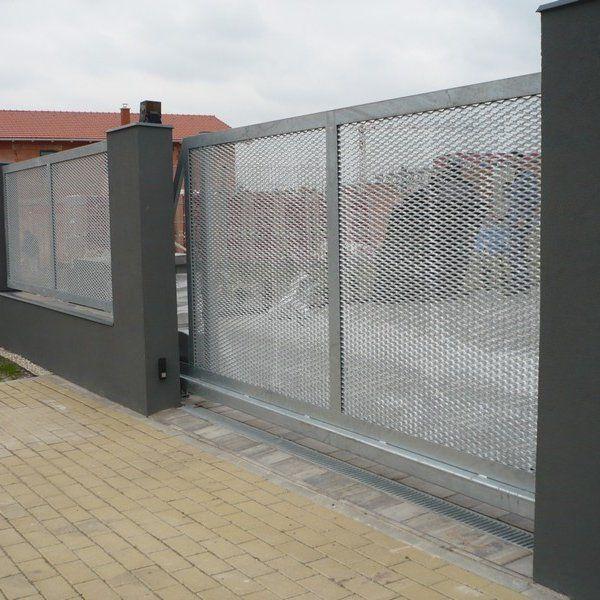 Posuvná samonosná brána - realizace Mladá Boleslav
