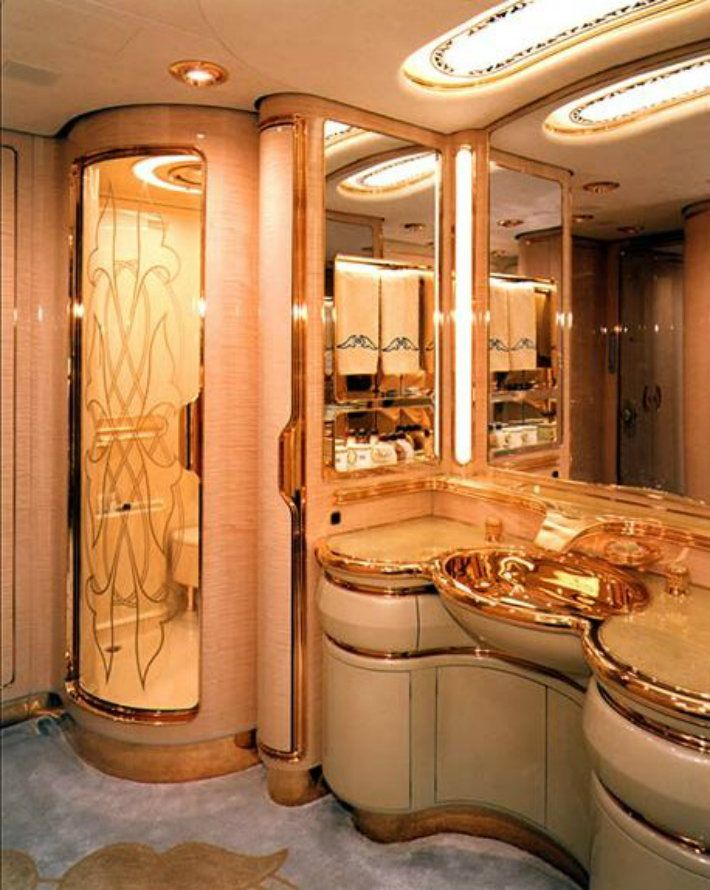Flying palace sultan brunei s private jet master for Private jet bathroom
