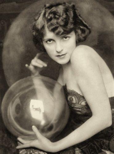 Ziegfeld Girl ~ Flo Newton ~ Performed on Broadway from 1921-1922. Photo: Alfred Cheney Johnston.