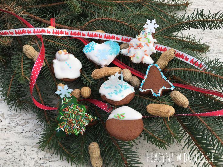 Pierwsze reklamy świąteczne w telewizji już zawitały, a na moim stole pojawiły się pyszne pierniczki według przepisu mojej babci. Spróbujcie koniecznie!