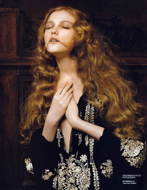 Vogue China (January 2007) Editorial: Renaissance Photographer: Pierluigi Maco Model: Vlada Roslyakova