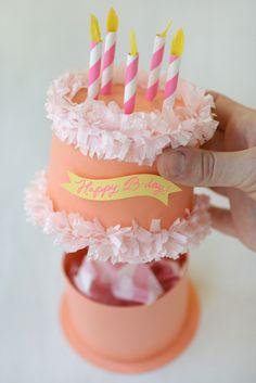 Caja pastel de cumpleaños en papel   para regalar lo que quieras, preciosa