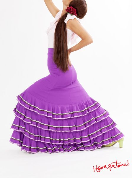 Flamencorock mit vielen Volants und Verzierung von ¡toma que toma! auf www.tomaquetoma.de