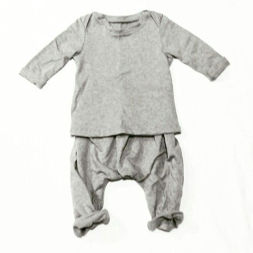 For 6-12months baby outfit. Cute with little converse sneakers. By @unlabelledstyle