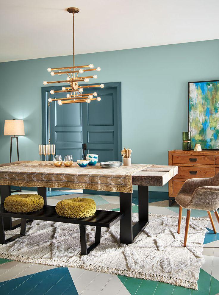 Un hermoso color aqua le dará vida nueva a tu comedor.