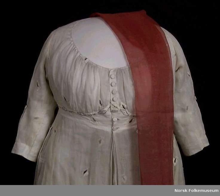 Dress, 1800 (Buttons up the front?!  I have never seen this before!  Exciting!)