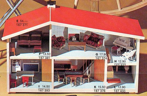Epis DOr 1970 p17 Lundby dolls house w Lundby furniture