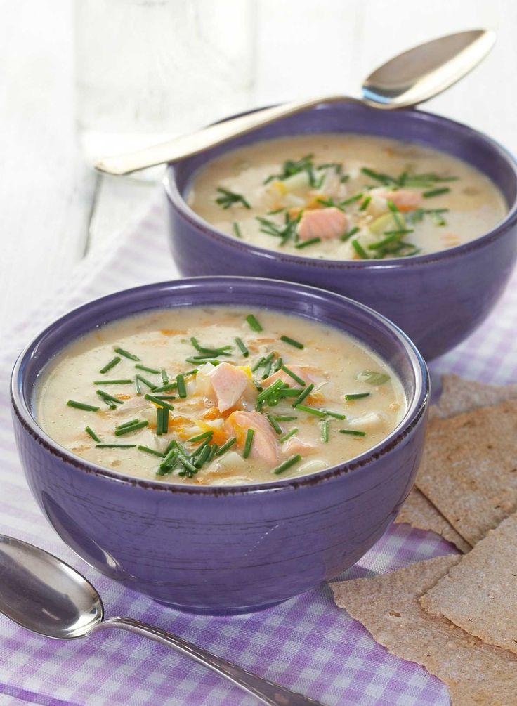 Mmmm.... hjemmelaget fiskesuppe smaker nydelig! Du blir vil bli overrasket over hvor enkelt det egentlig er å lage suppen helt selv.