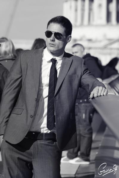 Wow he definitely rocks a suit too :)