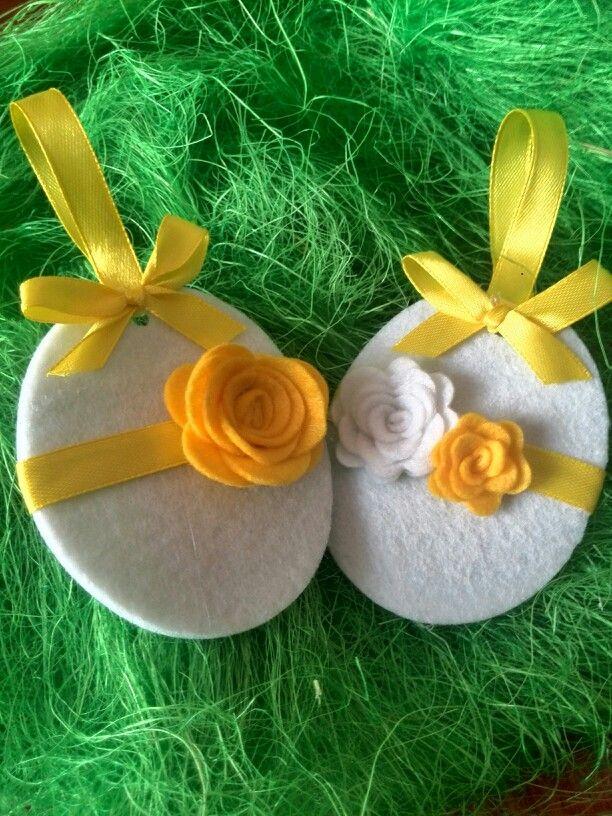 """Uova di pasqua interamente fatte a mano da """"le idee di tori"""" per decorare pacchetti o albero pasquale."""