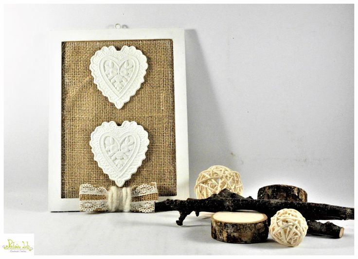 cornice / quadro con gessetti a cuore e fondo in tessuto : Decorazioni murali di pentria-lab