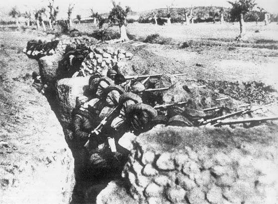 Çanakkale arıburnu siperler. 17 mart 1918 Çanakkale arıburnu Türk askerleri siperde resimleri