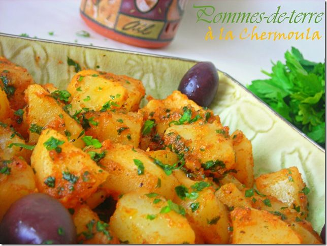 J'ai préparé pour le repas de ce soir batata mchermla (chermoula), en d'autres termes salade de pomme de terre à base de charmoula. Pour ceux qui ne connaissent pas c'est un mélange d'épices (paprika et cumin) et d'herbes (persil et/ou coriandre) ainsi que du jus de citron et d'ail.