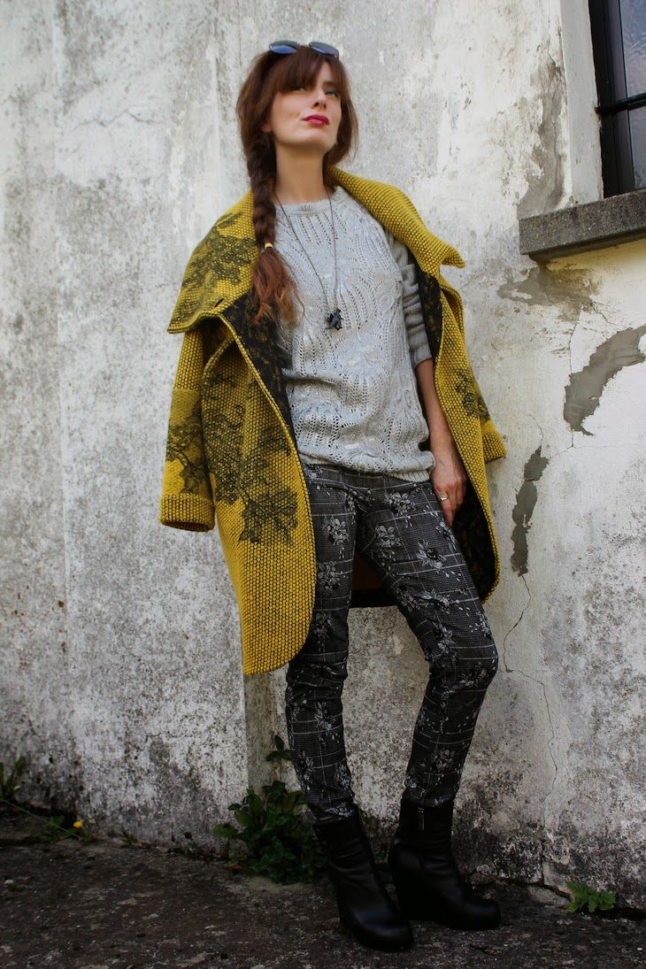Yellow coat kinda day, Il giallo d' autunno, #donatelladepaoli collection, idea outfit, the fashionamy, fashion blogger style made in italy, knitwear, maglieria, abbigliamento bon ton, ufficio, classy, amanda marzolini, #coat #yellow #fashion #fashionblog #fashionblogger #style #streetstyle #winterfashion #trend #knit #knitwear #sweater #pants #madeinitaly #girl #wintertrend #BONTON