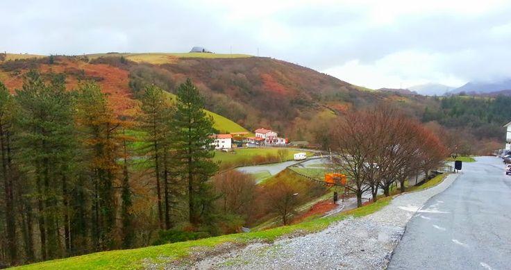 le col d'Ibardin : certainement un record du monde pour la densité de supermachés par rapport au nombre d'habitants ! Belles vues sur les Pyrénées