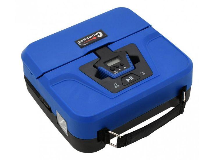 Digitální vzduchový kompresor v kompaktním provedení.  Napájení 12V, dlouhý kabel se zástrčkou do autozapalovače. Adaptéry pro huštění míčů, matrací nebo bazénů, 4x náhradní čepička k ventilku Auto stop - kompresor nahustí pneumatiku na předem nastavený tlak a následně automaticky kompresor vypne.
