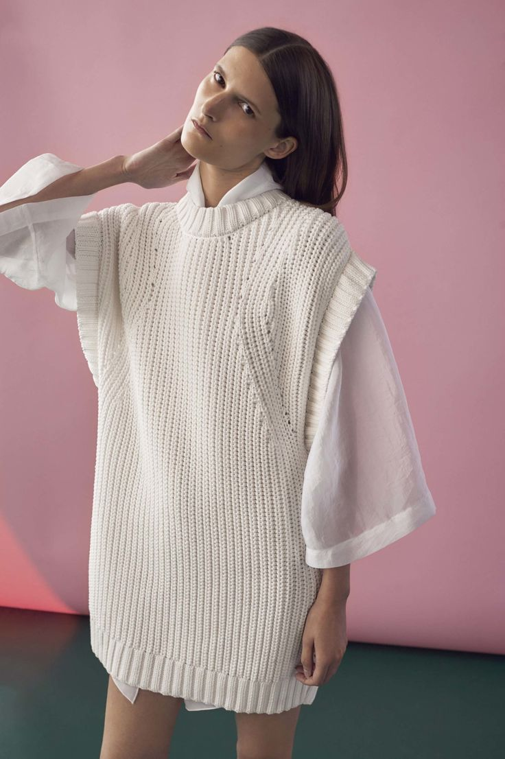 See the complete Rodebjer Spring 2017 Ready-to-Wear collection.