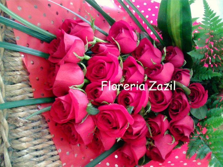 Ramo de rosas rojas | Ramo con 24 rosas a desnivel Envió de flores en Cancún. Modelos y precios www.floreriazazil.com