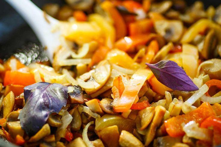 Μανιτάρια στο τηγάνι με λαχανικά