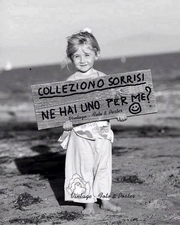 Sì! Ho una per tornare a te :). Translation: (I collect smiles. Do you have one for me?) (Yes! I have one to return to you :)