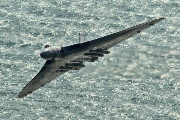 Best 25 Avro Vulcan Ideas On Pinterest  Planes, Fighter Jet Speed And Aircraft-8671