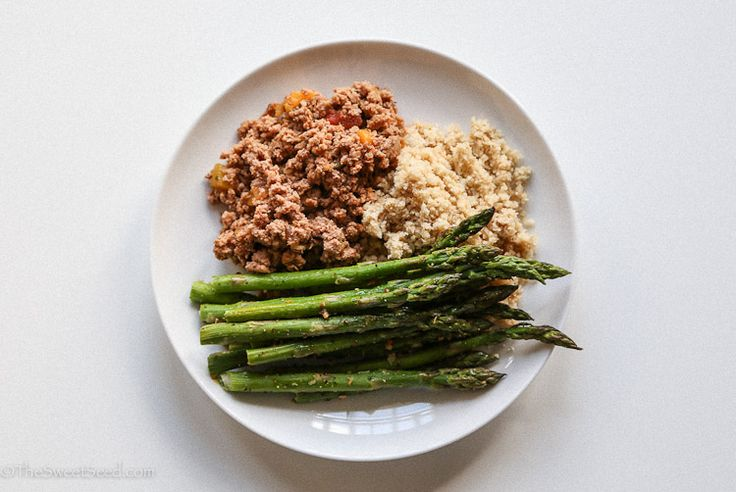 About 4 oz ground turkey meat cooked with spices and