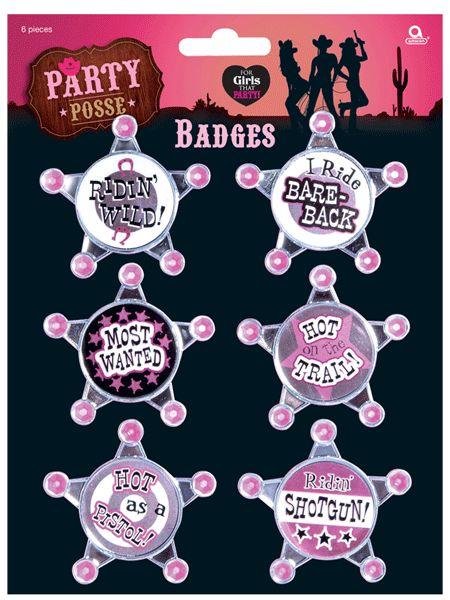 Party Posse roze badges met tekst. Grappige badges met uitdagende teksten voor dames. De zes Party Posse badges met teksten als: ridin wild, hot as a pistol en most wanted.