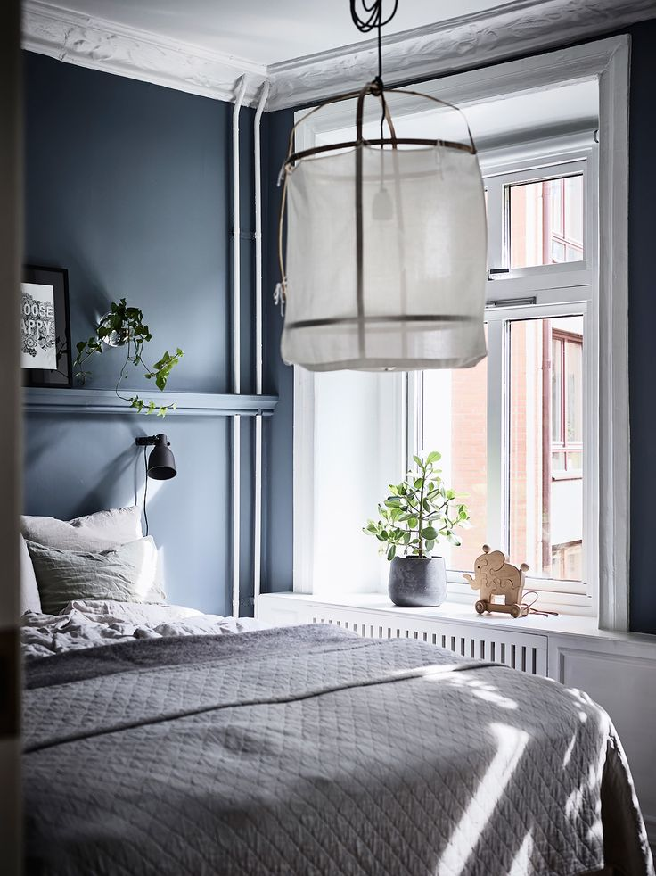 Inviting home with a blue bedroom - via Coco Lapine Design blog