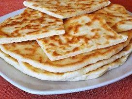 Sajtos-joghurtos serpenyős lepény recept képpel. Hozzávalók és az elkészítés részletes leírása. A sajtos-joghurtos serpenyős lepény elkészítési ideje: 31 perc
