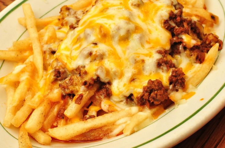 Patatas fritas con chili y queso  https://www.quecocinohoy.com/receta/patatas-fritas-con-chili-y-queso  #FelizLunes #FelizDiaDeCanarias #SanFernando   Ingredientes para 4 personas      - 6 Patatas     - 100 gramo(s) Cheddar     - 50 gramo(s) Chorizo     - 1 Cebolla     - 400 gramo(s) Carne picada de ternera     - 1 cucharada(s) Ajo en polvo     - 1 Jalapeño     - 2 Tomates     - 200 mililitro(s) Tomate frito     - 1 taza(s) Frijoles o alubias rojas  Elaboración paso a paso…