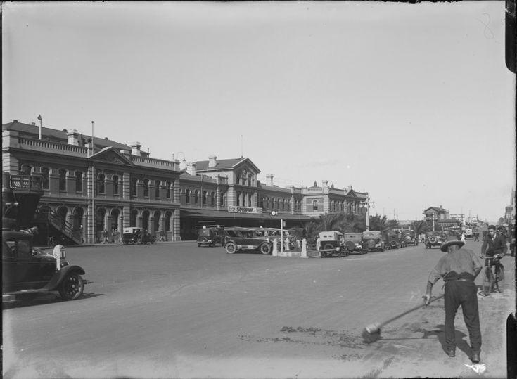007681PD: A streetsweeper sweeps away horse manure, Wellington Street, Perth, 1929 https://encore.slwa.wa.gov.au/iii/encore/record/C__Rb4536988