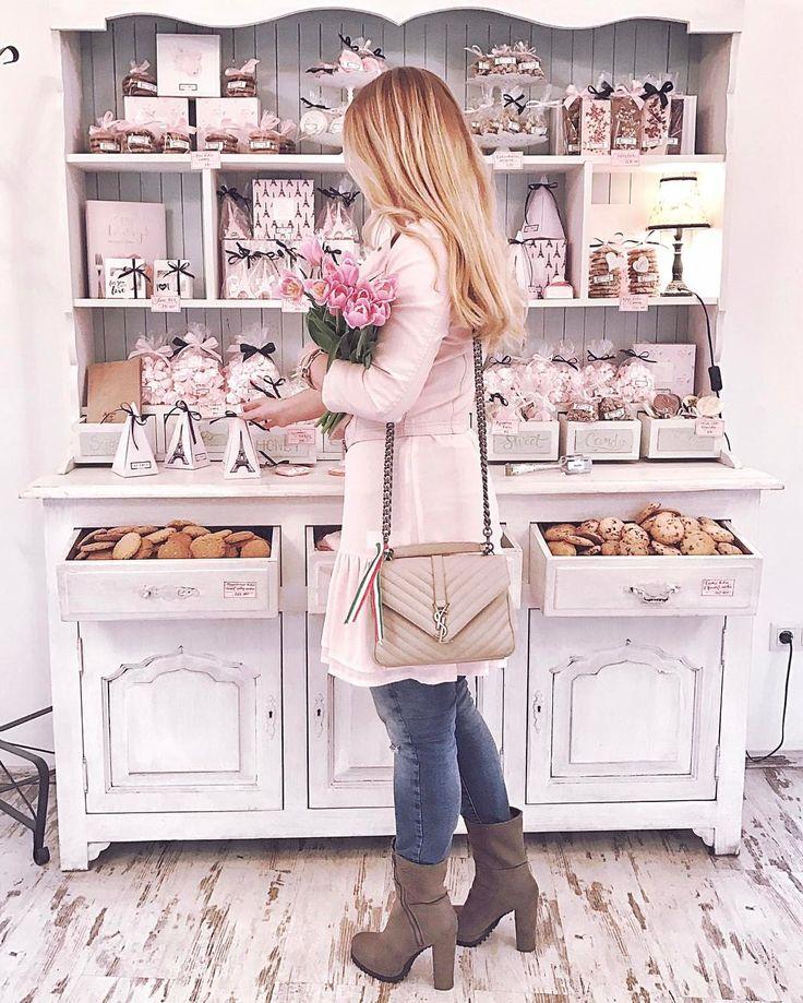 """864 kedvelés, 4 hozzászólás – Muszula Timi (@viraglauravirag) Instagram-hozzászólása: """"#thesweet #lauravirag #flowers #tulips #március15 """""""
