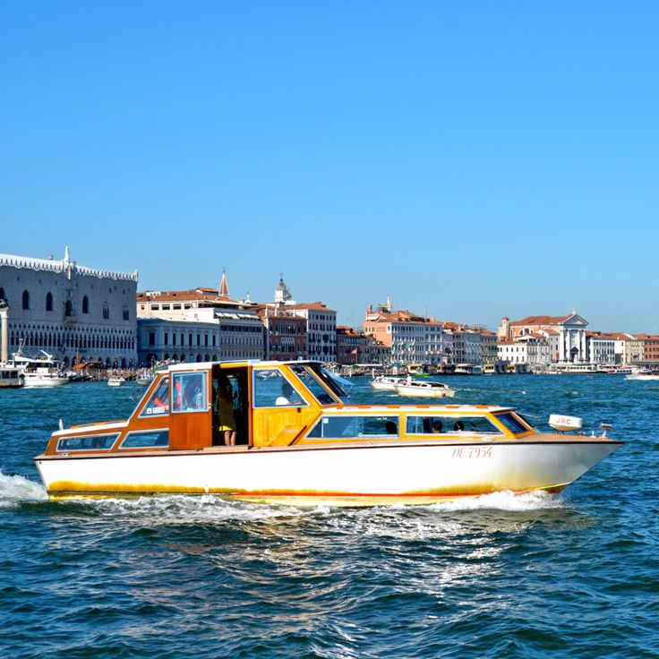 A beautiful day in Venice for a boat ride. Take your own private trip with Messenger Travel #venice #venezia #italy #italia #boating #relax #travel #vacation #messengertravel