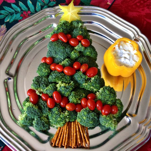 Broccoli Christmas Tree w/ Dip in a Pepper
