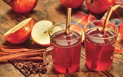 Tisana mela e cannella, rimedio naturale - La tisana alla mela e cannella è un perfetto rimedio naturale contro i disagi causati dal cambio di stagione.