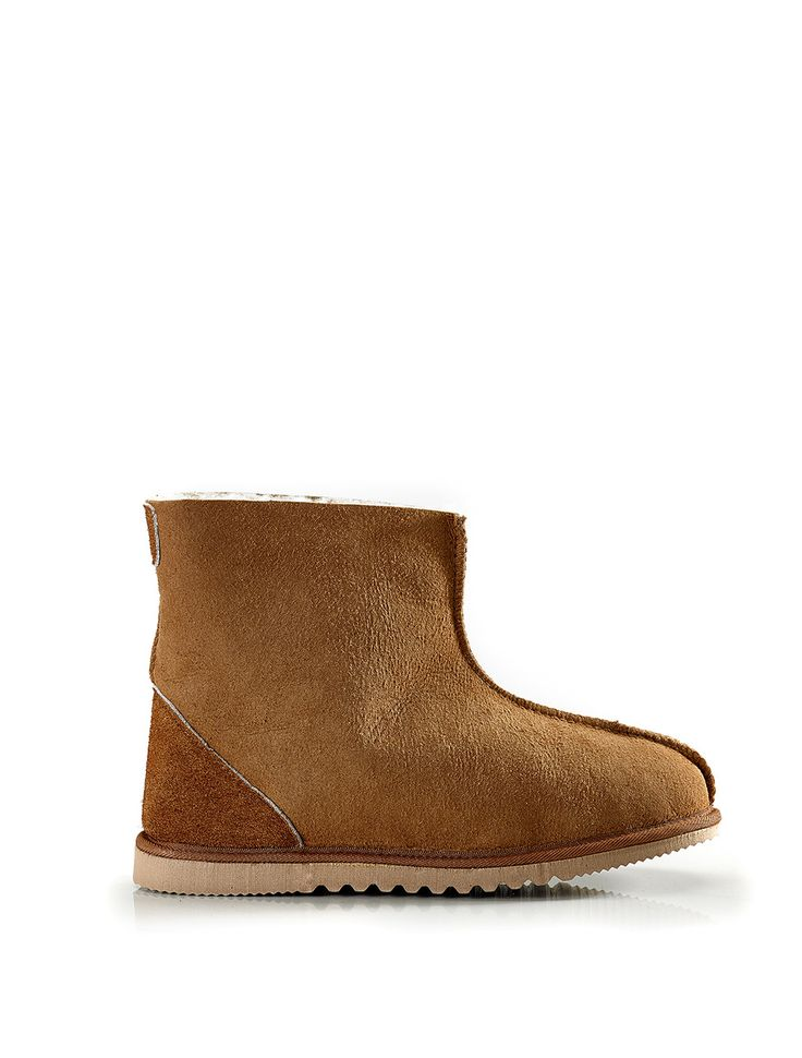 Tui Boot the classic 'surfer' boot unisex and pure luxury.   (http://www.classicsheepskins.com/tui-boot/)