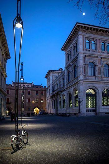 Bologna, Piazza Minghetti, foto di Roberta Olivadoti