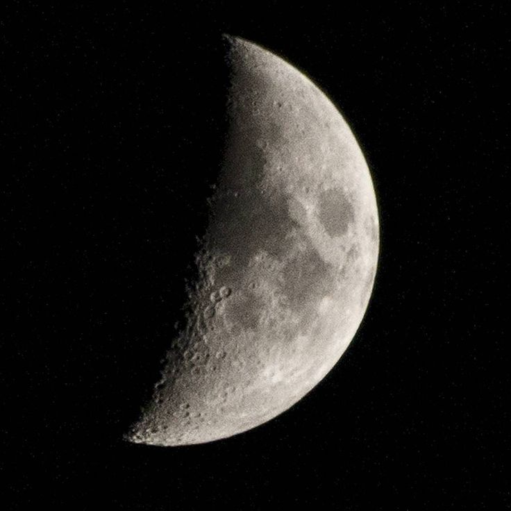 Closer... #moon #luna #bestoftheday #milano #rcfoto #italia #nikon #picoftheday #night #evening #satellite #sky #black #half #quartermoon #summer #summer2017 #love #amazing #estate