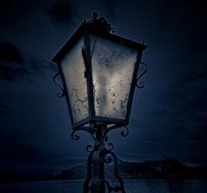 Photography Lighting Tip: Combining artificial lights and evening sky light - via Photography Talk