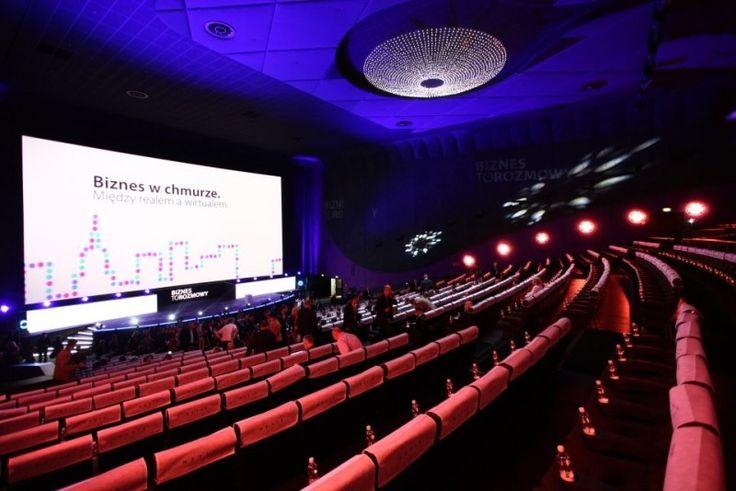 Sala Premierowa wMultikino Złote Tarasy to największy tego typu obiekt wPolsce. Wyposażona została wnajwyższej klasy projektor cyfrowy