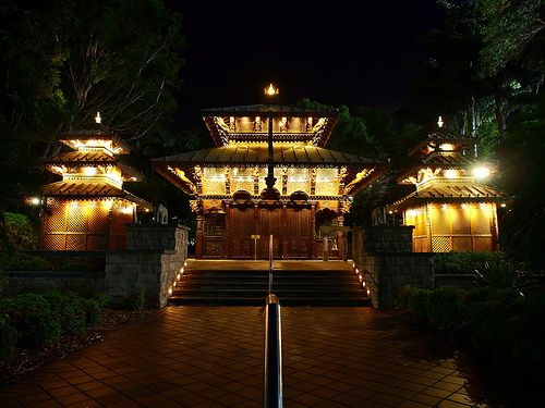 Symmetry - Polynesian temple Alexsauvage.photography - Flickr ozpicday.tumblr.com