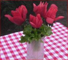Un bel mazzo di rose...mangereccio infatti è stato creato con dei profumati e freschissimi fragoloni  http://www.lepiantedafrutto.it/piccoli-frutti/fragole/