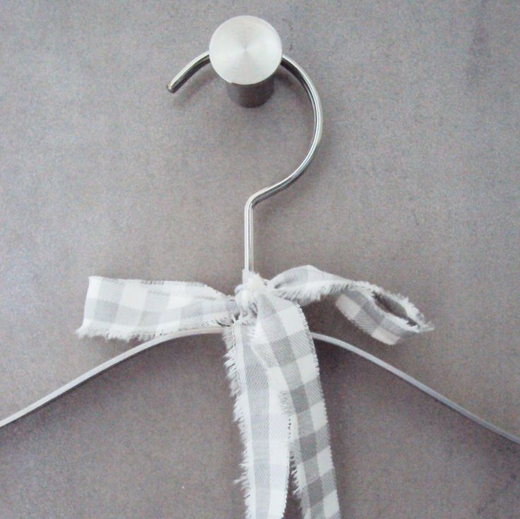 010_Bathroom hanger detail