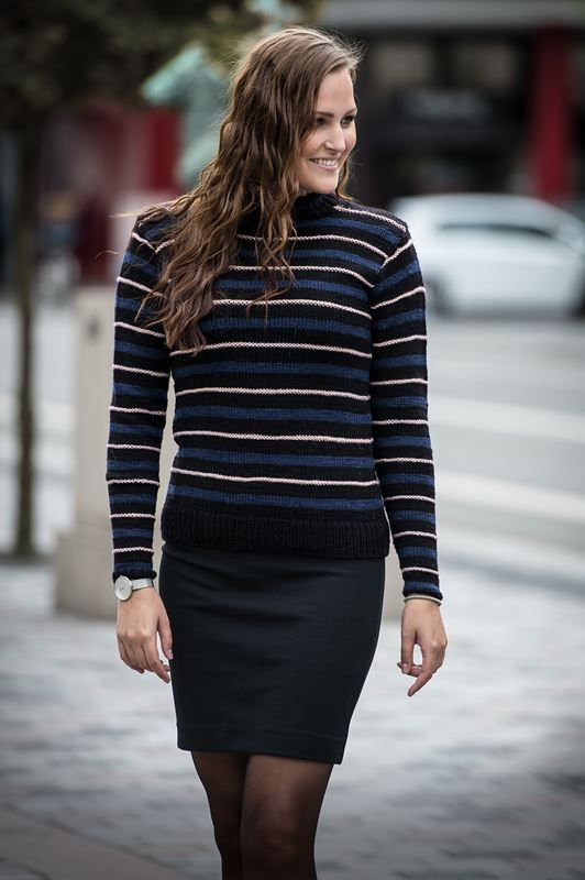 <p>Smuk meget flot og elegant feminin sweater i facon, således at den former sig til kroppen og sidder perfekt. Den