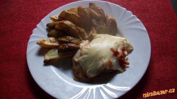 Kuřecí řízek zapečený s volským okem a americkým bramborem