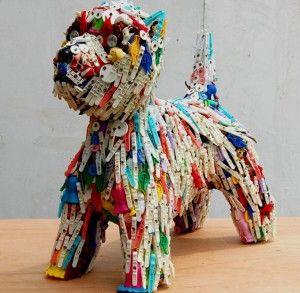 In een van de hoekjes van het bezoekerscentrum vinden jullie dit kunstwerk terug. Het is een kunstwerk gemaakt van afval. Zo zien de leerlingen welke reis het afval aflegt.