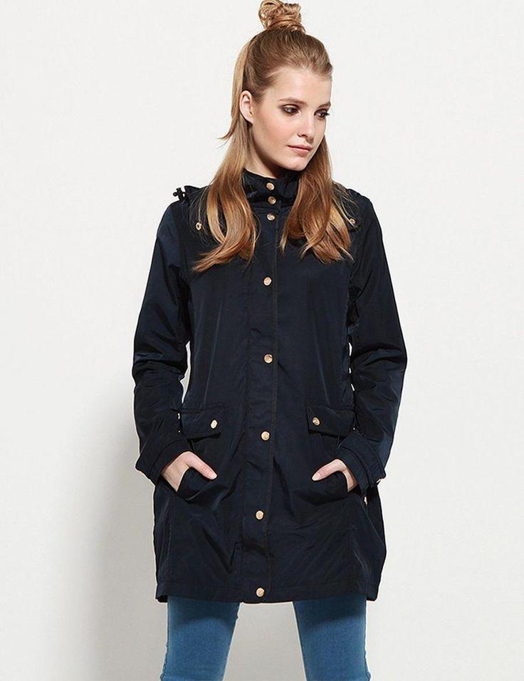 Diverse Bunda dámská PRUDENCIA s kapucí Dámská bunda DIVERSE je vyrobena z příjemného materiálu. Má delší střih se zapínáním na zip a patenty. Bundu doplňuje kapuca do nepříznivého počasí. Velice praktická a vhodná do větrného …